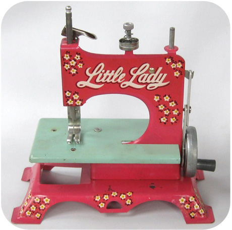 1950s childs pink little lady sewing machine for Machine a coudre 1950