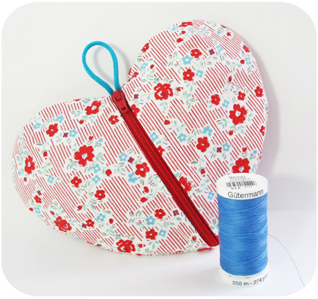 Small heart ditty bag blog image