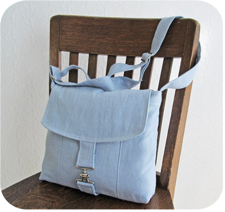 Blue Linen Messenger Bag Blog Image
