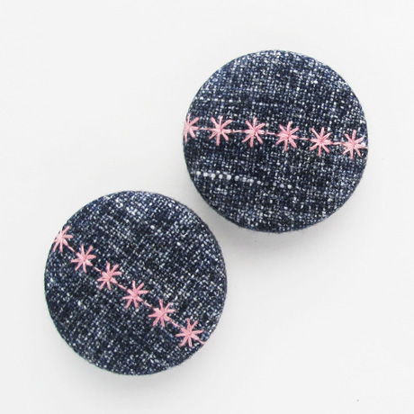 Blue linen stitched buttons