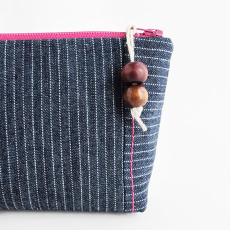 Denim zip pouch pull