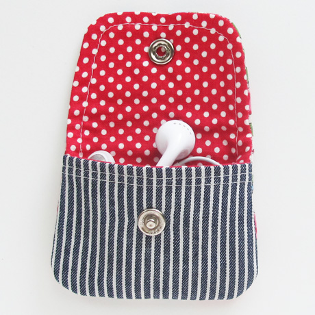 Spring bouquet earbud pouch