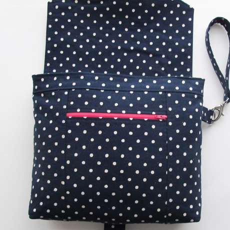 Zip pocket polka dot wristlet