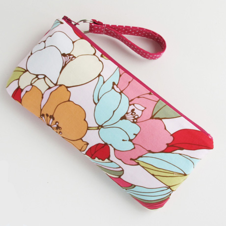 #7 floral zip pouch back