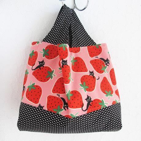 Medium divided kokka cats and strawberries