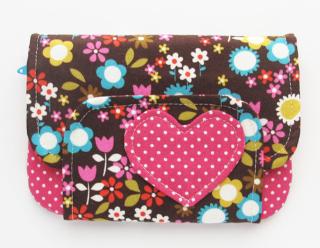 Zip pocket pouch with heart