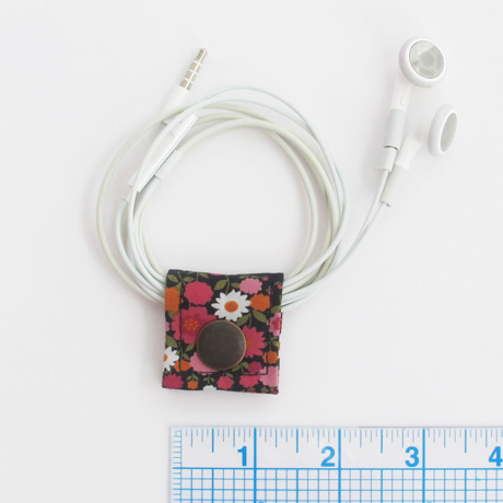 Black sevenberry floral cord keeper